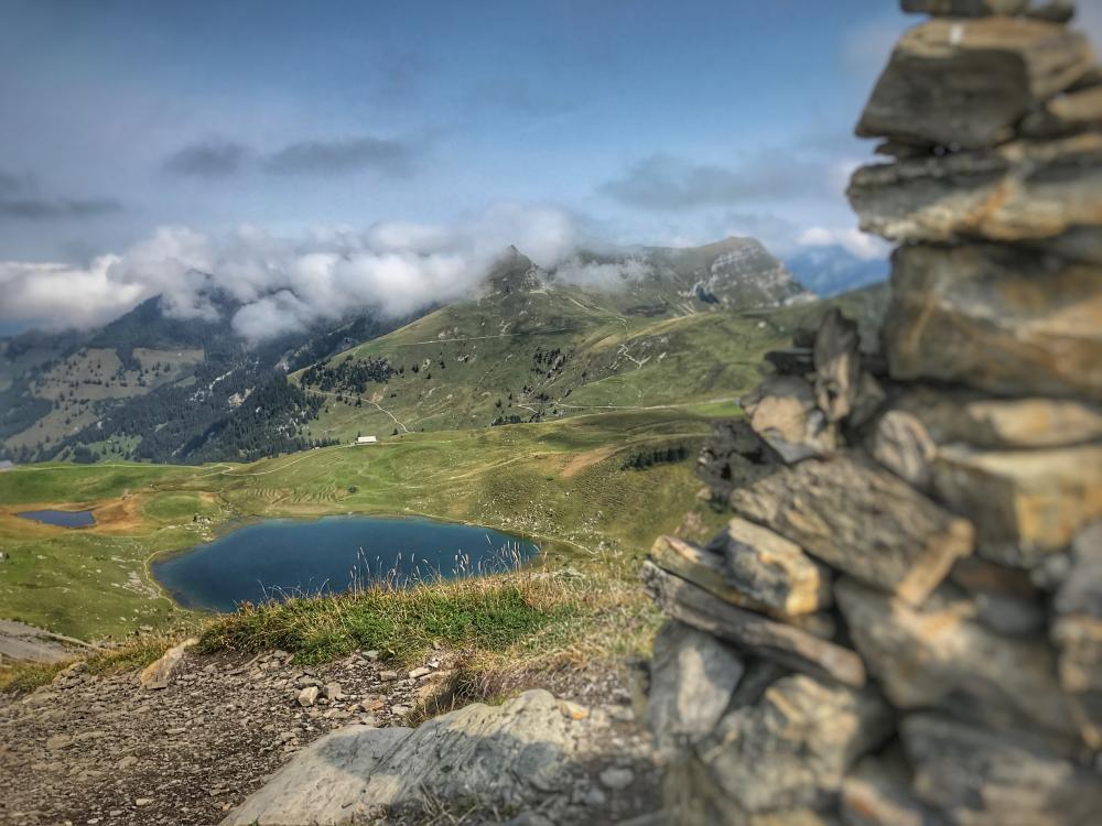 Melchsee-Frutt Wanderung zum Mittelpunkt der Schweiz. Photo Marco Bürli